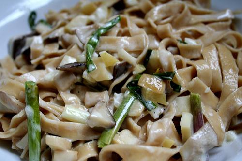 al dente mushroom fettuccine with green garlic and mushrooms