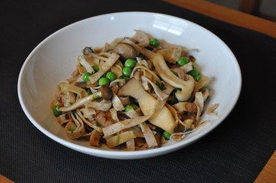 Al Dente Whole Wheat Fettuccine with Bacon, Fresh Peas & Wild Mushrooms